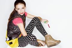 Muchacha adolescente divertida de la edad en vestido loco Fotografía de archivo libre de regalías