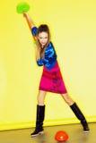 Muchacha adolescente divertida de la edad en vestido loco Imágenes de archivo libres de regalías