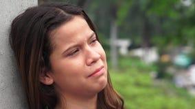 Muchacha adolescente emocional y llorosa triste Imagen de archivo libre de regalías