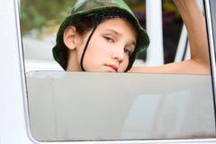 Muchacha adolescente en coche Imagen de archivo