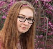 Muchacha adolescente en color de rosa Fotografía de archivo