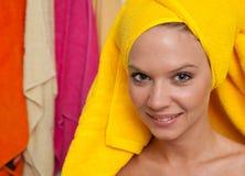 Muchacha adolescente en cuarto de baño Foto de archivo libre de regalías