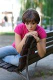 Muchacha adolescente en el banco Imagen de archivo