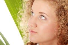Muchacha adolescente en el bikiní - retrato ascendente cercano Foto de archivo