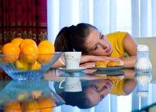 Muchacha adolescente en el desayuno Imágenes de archivo libres de regalías