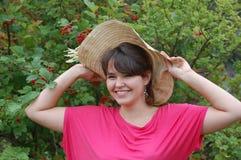 Muchacha adolescente en el jardín Foto de archivo