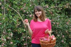 Muchacha adolescente en el jardín Imagen de archivo libre de regalías