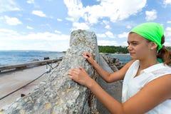 Muchacha adolescente en el mar Imagen de archivo libre de regalías