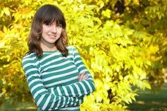 Muchacha adolescente en el parque Fotos de archivo