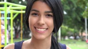 Muchacha adolescente en el patio Fotos de archivo libres de regalías