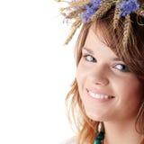 Muchacha adolescente en guirnalda del verano Foto de archivo