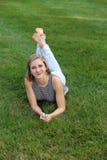 Muchacha adolescente en hierba Imagen de archivo