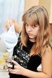Muchacha adolescente en la cocina Imagen de archivo