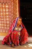 Muchacha adolescente en la Gujarat-India rural Imágenes de archivo libres de regalías