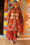 Muchacha adolescente en la Gujarat-India rural Foto de archivo libre de regalías