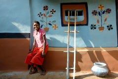 Muchacha adolescente en la India rural Imagenes de archivo