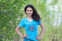 Muchacha adolescente en la naturaleza Fotografía de archivo libre de regalías
