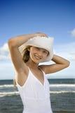 Muchacha adolescente en la playa Fotos de archivo libres de regalías
