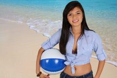Muchacha adolescente en la playa Imagen de archivo libre de regalías