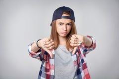 Muchacha adolescente en la situación integral Imágenes de archivo libres de regalías