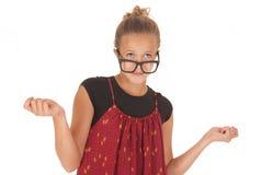 Muchacha adolescente en los vidrios nerdy que miran para arriba  Imagen de archivo