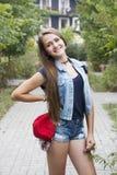 Muchacha adolescente en pantalones vaqueros Imagenes de archivo