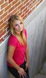 Muchacha adolescente en pasos de progresión Fotografía de archivo