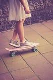 Muchacha adolescente en patín Fotografía de archivo libre de regalías