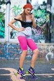 Muchacha adolescente en pcteres de ruedas Fotografía de archivo libre de regalías