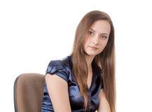 Muchacha adolescente en silla Fotos de archivo libres de regalías