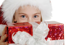 Muchacha adolescente en sombrero de la Navidad con un regalo Foto de archivo