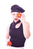 Muchacha adolescente en sombrero del cocinero con los tomates Imagen de archivo libre de regalías