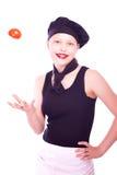 Muchacha adolescente en sombrero del cocinero con los tomates Fotos de archivo