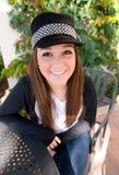 Muchacha adolescente en sombrero negro Imagenes de archivo