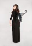 Muchacha adolescente en traje de hadas oscuro Foto de archivo