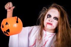 Muchacha adolescente en traje en zombi Imágenes de archivo libres de regalías