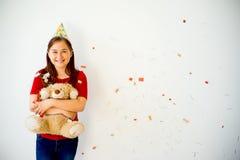 Muchacha adolescente en un casquillo del partido Fotografía de archivo