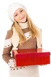 Muchacha adolescente en un sombrero que sostiene un regalo Fotografía de archivo libre de regalías