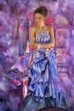 muchacha adolescente en un vestido de noche coloreado brillante Fotos de archivo