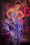 muchacha adolescente en un vestido de noche coloreado brillante Fotografía de archivo libre de regalías