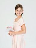 Muchacha adolescente en un vestido rosado Imagenes de archivo