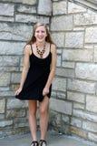Muchacha adolescente en vestido negro Imagenes de archivo