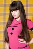 Muchacha adolescente encantadora en color de rosa Fotos de archivo