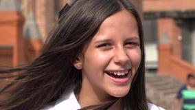 Muchacha adolescente feliz con el pelo largo Imágenes de archivo libres de regalías