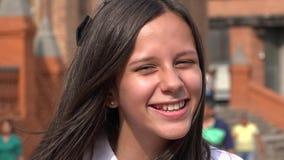 Muchacha adolescente feliz con el pelo largo Fotos de archivo libres de regalías