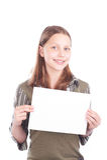 Muchacha adolescente feliz con la tarjeta en blanco Fotografía de archivo