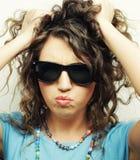 Muchacha adolescente feliz con las gafas de sol Fotografía de archivo libre de regalías