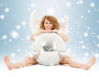Muchacha adolescente feliz del ángel con la bola de discoteca Fotos de archivo libres de regalías