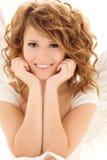 Muchacha adolescente feliz del ángel sobre blanco Fotografía de archivo libre de regalías