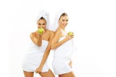 Muchacha adolescente feliz dos después de la ducha Fotografía de archivo libre de regalías